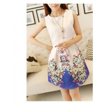 LOVELY FLORAL PRINTED SLEEVELESS TA..